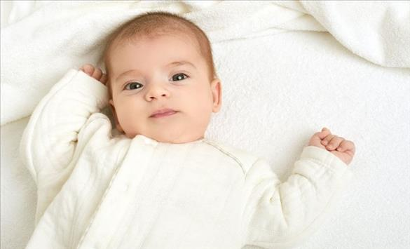 Слика од Кога бебето може да јаде поцврста храна?