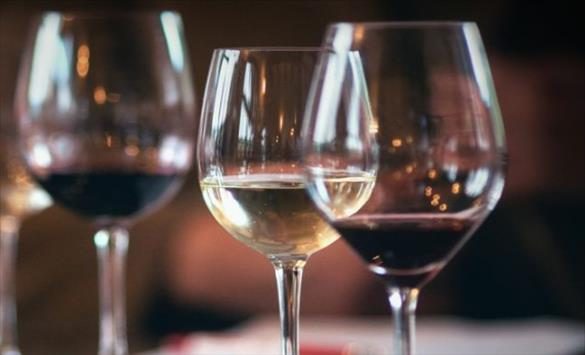 Слика од Чаша црвено вино: Лек за пост - ковид синдромот