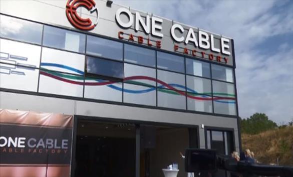 """Слика од Економската активност во земјава расте и во услови на пандемија се пофалија Заев и Ахмети во фабриката """"One cable"""" во Сарај"""