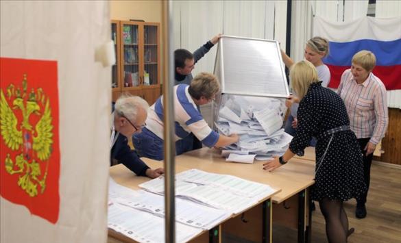 """Слика од """"Единствена Русија"""" со убедливо водство на парламентарните избори во Русија"""