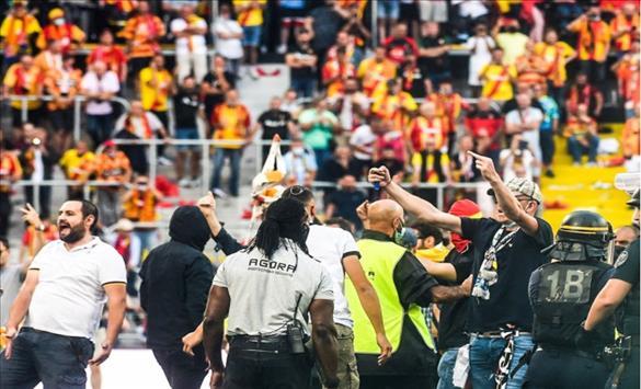Слика од Ленс казнет поради навивачките инциденти