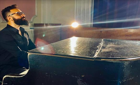 """Слика од Боби Павловски има нова песна – """"Калдрма"""" е чиста емоција"""