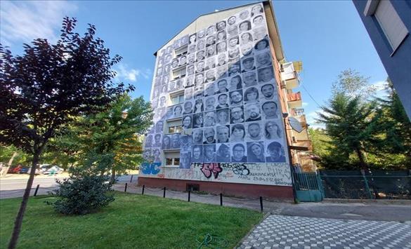 Слика од Нека светлината од уметникот се одрази врз целата заедница