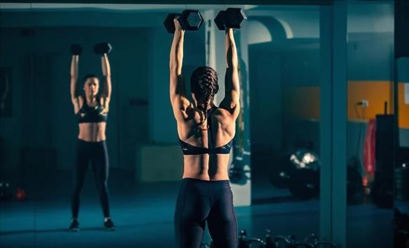 Слика од Зошто вежбалниците се полни со огледала?