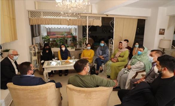 Слика од Во Атина пристигнаа шест пратенички од Авганистан, а не седум како што првично беше соопштено