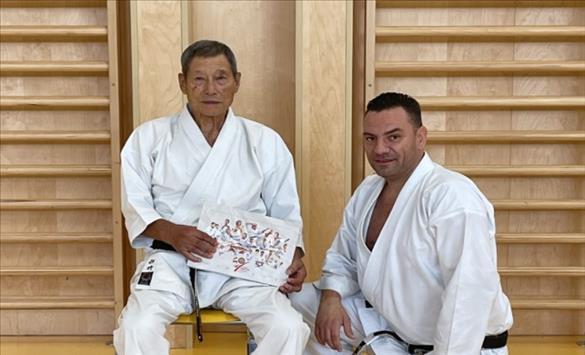 Слика од Недев му подари монографија на светската легенда Сенсеи Хироши Шираи