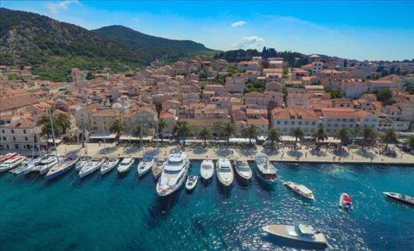 Слика од Хвар прогласен за најубав остров во Европа