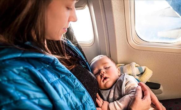 Слика од Дали авионскиот лет му штети на бебето?