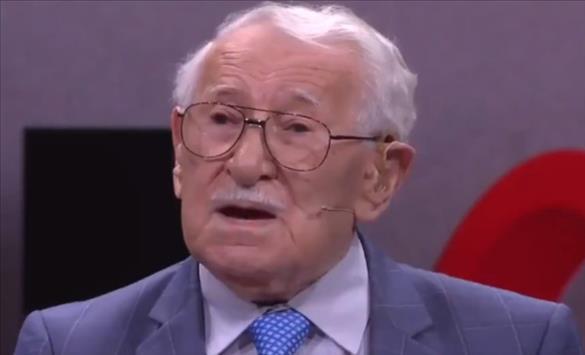 """Слика од Еди Јаку, """"најсреќниот човек на светот"""", почина во Сиднеј на 101 година"""