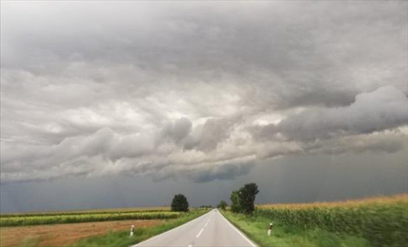 Слика од Претежно облачно со повремен локален дожд претпладне и северен ветер
