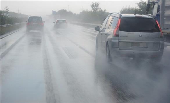 Слика од Сообраќајот умерен по влажни коловози
