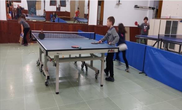 Слика од Пинг-понгарската федерација донираше опрема за развој на младинските школи