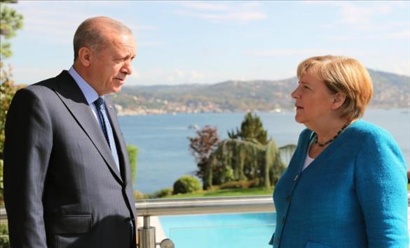 Слика од Меркел вети дека ќе ја продолжи поддршката од ЕУ за Турција