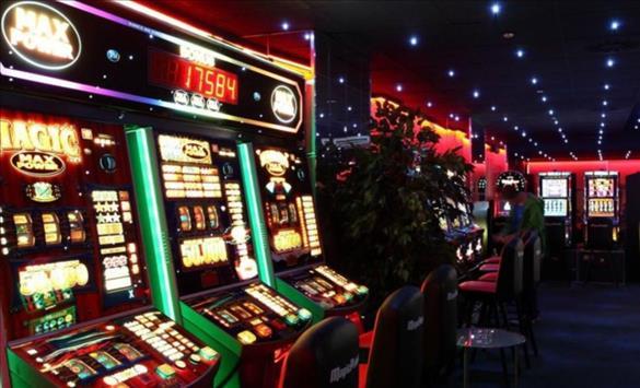 Слика од Жител на Крива Паланка изгубил пари во казино па почнал да ги крши апаратите