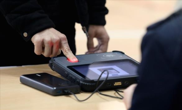Слика од Идентитетот на гласачот задолжително ќе се проверува со отпечаток од прст