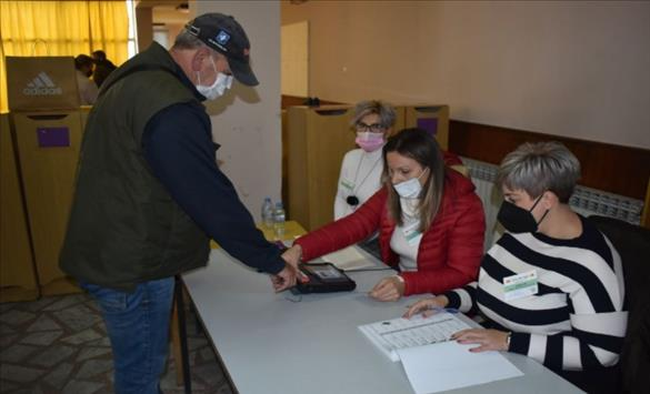 Слика од Продолжено гласањето на три избирачки места во Струмица, Ново Село и Радовиш