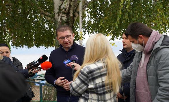 Слика од Мицкоски: Како граѓаните да се чувствуваат безбедни кога полицијата под водство на Заев и Спасовски организира следење и шиканирање?!
