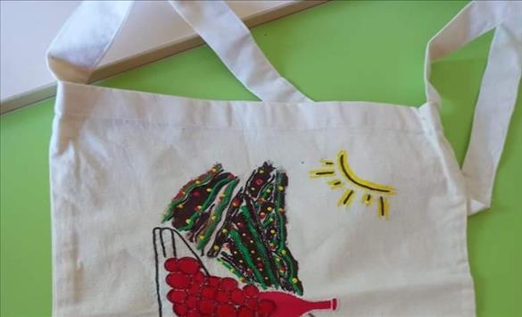 """Слика од ,,Еколошкото е во мода"""" – изложба на еко торби во Неготино"""
