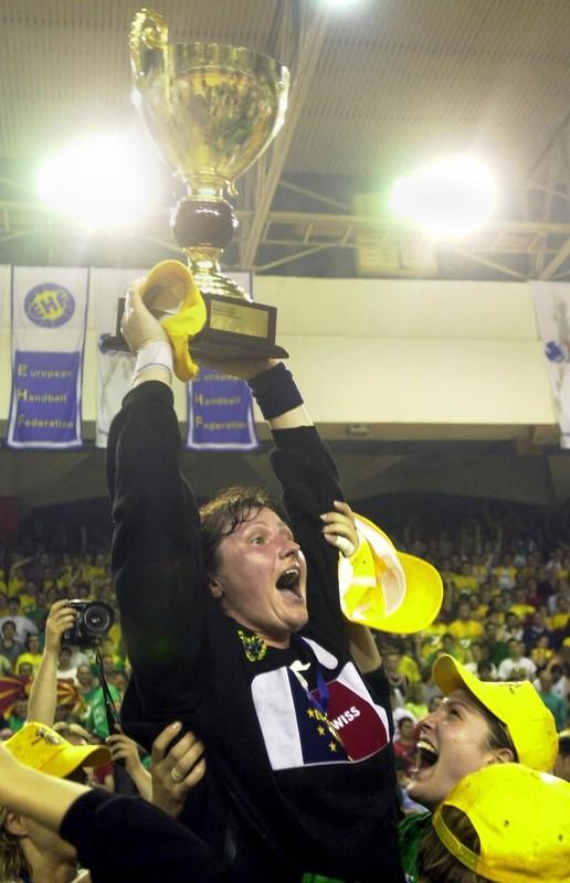 Пред 16 години Македонија живееше во солзи радосници - Кометал стана Европски шампион (Фото+Видео)