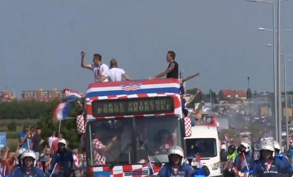 Слика од Величествен пречек за хрватските фудбалери во Загреб (Видео во живо)
